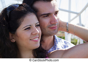 heureusement, couple, jeune, embrasser