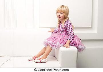 heureusement, sofa, peu, poser, girl