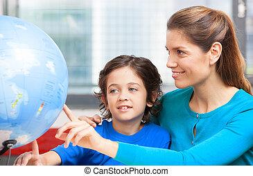 heureux, école, concept., enseignante, expliquer, géographie, à, gosse