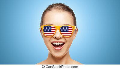 heureux, adolescente, dans, nuances, à, drapeau américain