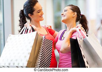 heureux, amis, achats, dans, centre commercial