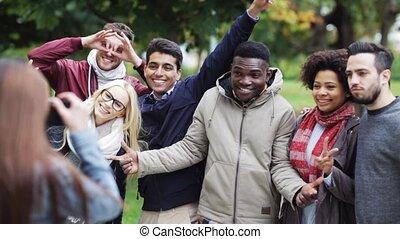 heureux, amis, photographier, dans parc
