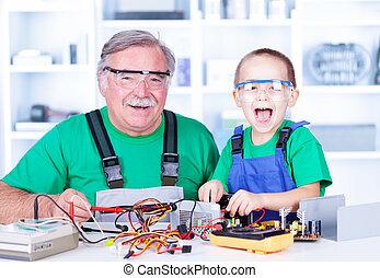 heureux, atelier, petit-enfant, fonctionnement, grand-père