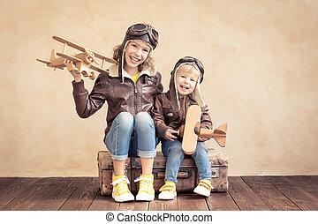 heureux, avion, jouet, enfants jouer