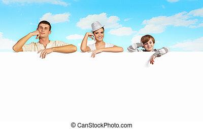 heureux, bannière, jeune famille, vide