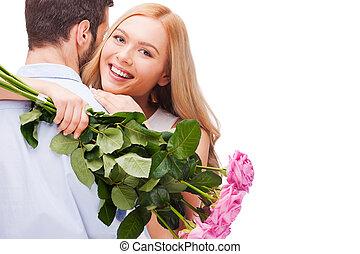 heureux, beau, tenue, étreindre, couple., roses, isolé, jeune, bouquet, debout, quoique, femme, couple, deux, fond, sourire, aimer, rose, blanc