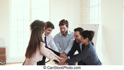 heureux, business, excité, gens, constitué, multiracial, success., célébrer
