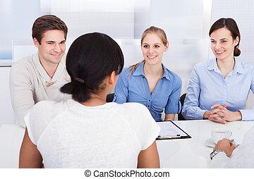 Images photos de happy business woman other employee 371 for Bureau de licence