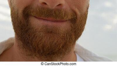 heureux, caucasien, sourire, barbe, homme, 4k, gros plan, jeune, plage
