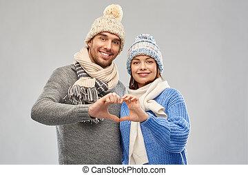 heureux, coeur, vêtements, main, couple, confection, hiver