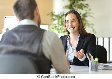 heureux, collègues, bureau, rire, conversation, cadre