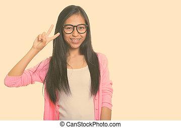heureux, coup, girl, signe, donner, studio, adolescent, jeune, paix, sourire, asiatique