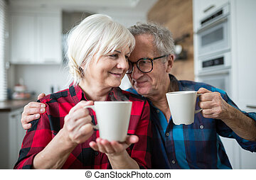 heureux, couples aînés, avoir, café matin, ensemble