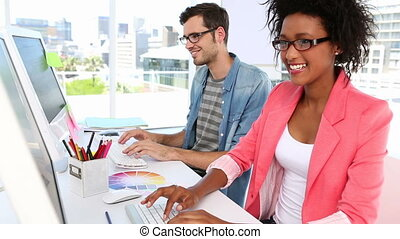 heureux, créatif, travailler ensemble, équipe