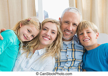 heureux, divan, ensemble, famille, séance
