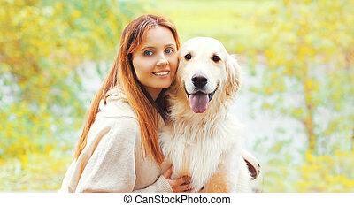heureux, elle, retriever, portrait, chien, femme, doré, ensemble, ensoleillé, automne, sourire, jour