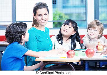 heureux, enseignante, dans, a, multi ethnique, école primaire, classe