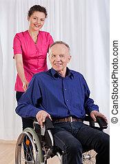 heureux, fauteuil roulant, séance homme