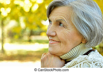 heureux, femme âgée