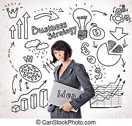 heureux, femme affaires dans procès, à, ordinateur portable, sur, business, flèches, ampoule, finance, icône, et, marques, arrière-plan., idée, business, planification, et, stratégie, concept