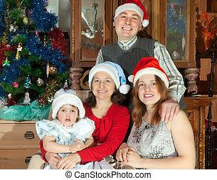 heureux, générations, santa, famille, trois, chapeaux