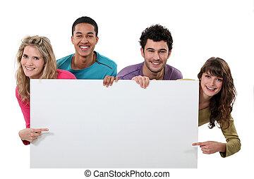 heureux, groupe de quatre personnes, projection, copyspace