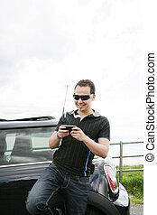 heureux, homme, utilisation, sien, mobile, dehors, sien, voiture