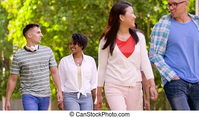 heureux, international, amis, marche, dans, été, parc