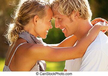 heureux, jeune couple