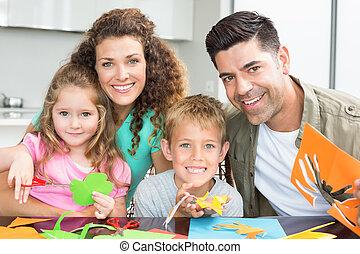 heureux, jeune famille, faire, arts métiers, table