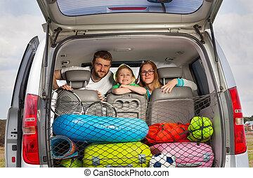 famille bagage voiture d part charge pr t vacances. Black Bedroom Furniture Sets. Home Design Ideas