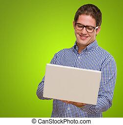 heureux, jeune homme, portable utilisation