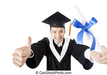 heureux, jeune, mâle, diplômé collège, à, pouce haut