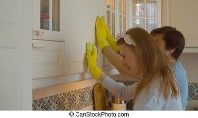 heureux, lavage, famille, jeune, cuisine