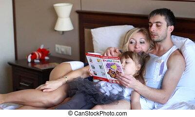 heureux, livre, lit, famille, lecture