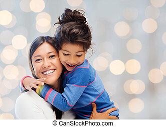 heureux, mère fille, étreindre