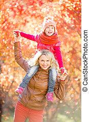 heureux, marche, extérieur, famille, automne