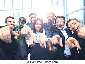 heureux, multi-ethnique, equipe affaires, à, pouces haut,...