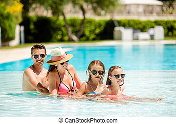 heureux, natation, quatre, famille, piscine