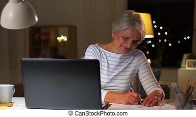 heureux, ordinateur portable, personne âgée femme, soir,...
