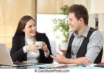 heureux, ouvriers, conversation, bureau, café, boire