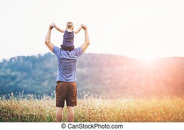 heureux, père fils, sur, a, promenade, dehors