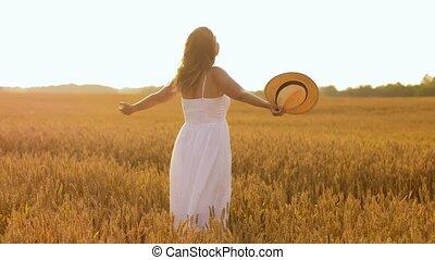 heureux, paille, champ, femme, été, céréale, chapeau