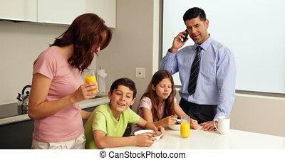 heureux, petit déjeuner, famille