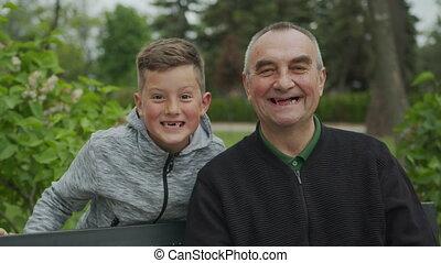 heureux, petit-fils, ensemble, rire., grand-père