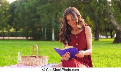 heureux, pique-nique, livre, lecture femme, été, parc