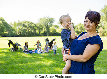 heureux, porter, parc, mère, fils