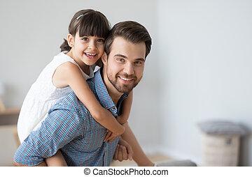 heureux, portrait, girl, peu, image, confection, ferroutage, papa