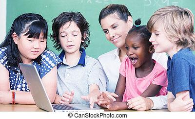 heureux, primaire, classe, concept., étudiants, apprentissage, informatique