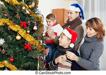 heureux, quatre, arbre noël, famille